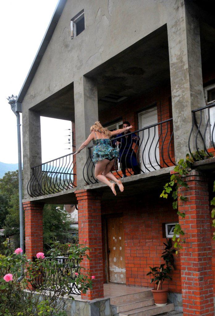 Прыжок дублерши с балкона