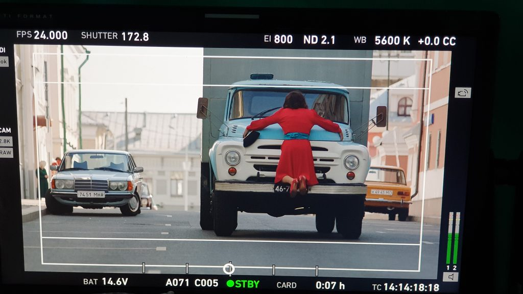 Сбивание грузовиком. Фильм Прабабушка легкого поведения каскадеры трюки