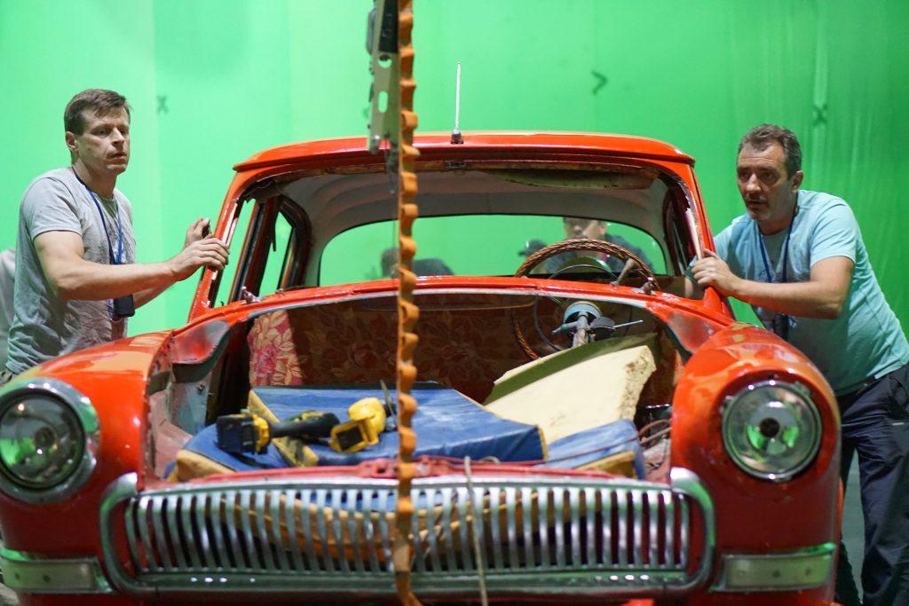 stunt stunts stuntmen stuntman Preparing the car for the stunt