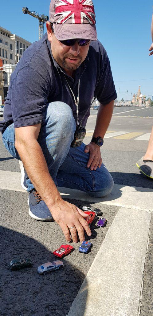 Постановщик трюков Алексей Силкин объясняет автомобильную сцену