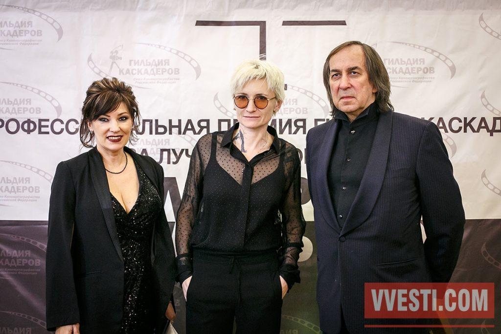 """Award """"Alter Ego"""" In the photo: Vice-President of the Guild of stunt Varvara Nikitina, musician Diana Arbenina, President of the Guild stuntman Alexander Inshakov."""